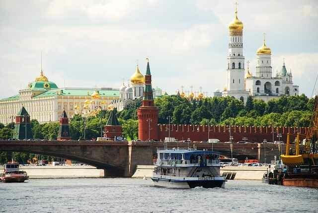 Лучшие онлайн-экскурсии по Москве и Санкт-Петербургу в выходные дни