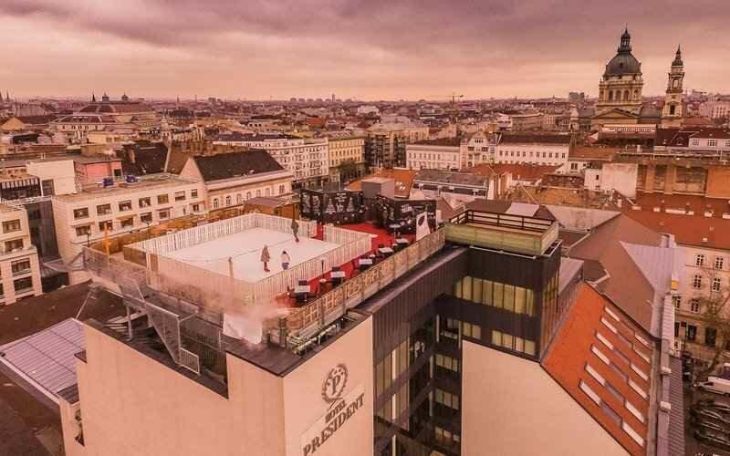 Покататься на коньках на крыше этого отеле в Будапеште