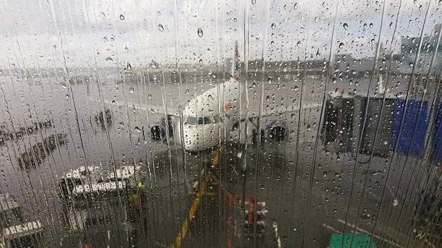 Пассажиры рейса заболели неизвестной болезнью