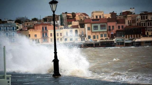 Наводнение на острове Крит парализовала туризм