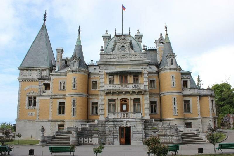 Дворец Массандры и винодельня в Крыму