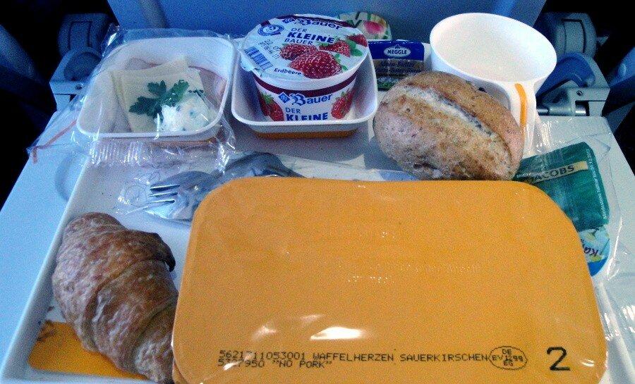 Еда в самолёте невкусная и может быть опасной